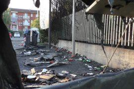 Cassonetti rifiuti bruciati in via Nenni ad Alessandria