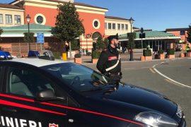 Furto con destrezza all'Outlet di Serravalle: denunciata una donna