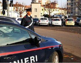 In via Mazzini a Novi danneggia citofoni e un portone: denunciato