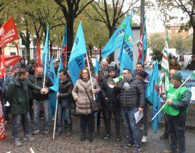 """""""Sbloccate i cantieri"""": Cgil, Cisl e Uil e lavoratori edili in piazza"""