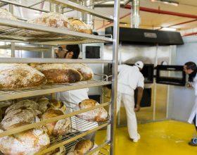 Sugli scaffali della bottega del carcere arriva il pane dei detenuti di San Michele