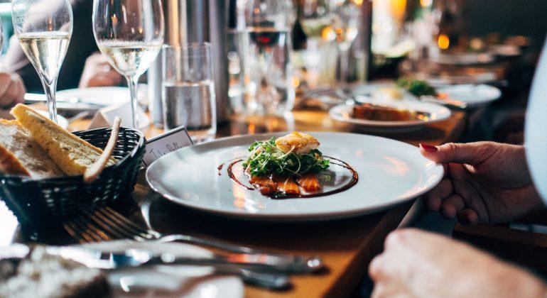 Quanto costa ogni mese un ristorante chiuso per lockdown ai ristoratori?