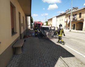 Incendio auto Ozzano