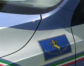 Camionista guida oltre le ore consentite: mille euro di multa