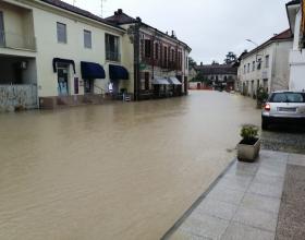Acqua e fango invadono una frazione di Serralunga di Crea