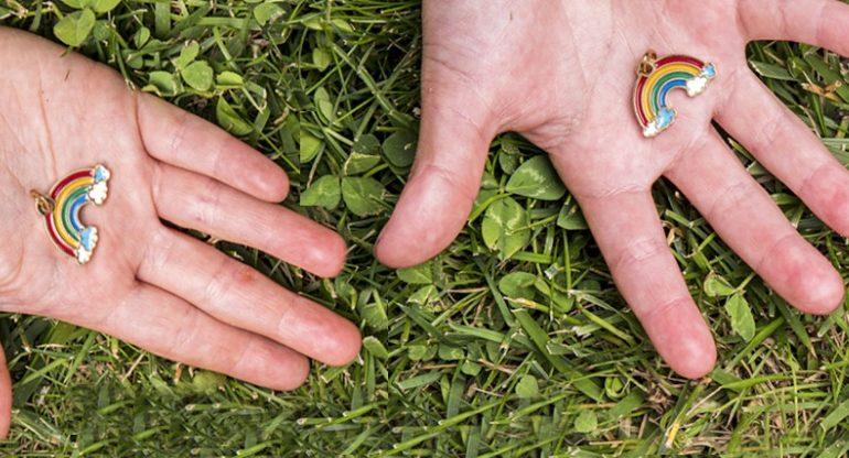"""Solidal: ciondoli """"arcobaleno"""" in vendita per aiutare la Terapia Intensiva di Alessandria"""