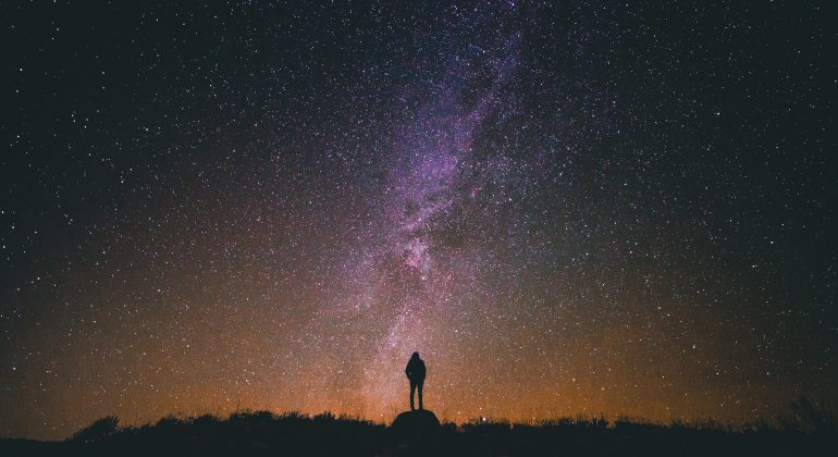 Come e dove vedere a occhio nudo le stelle cadenti la notte di San Lorenzo
