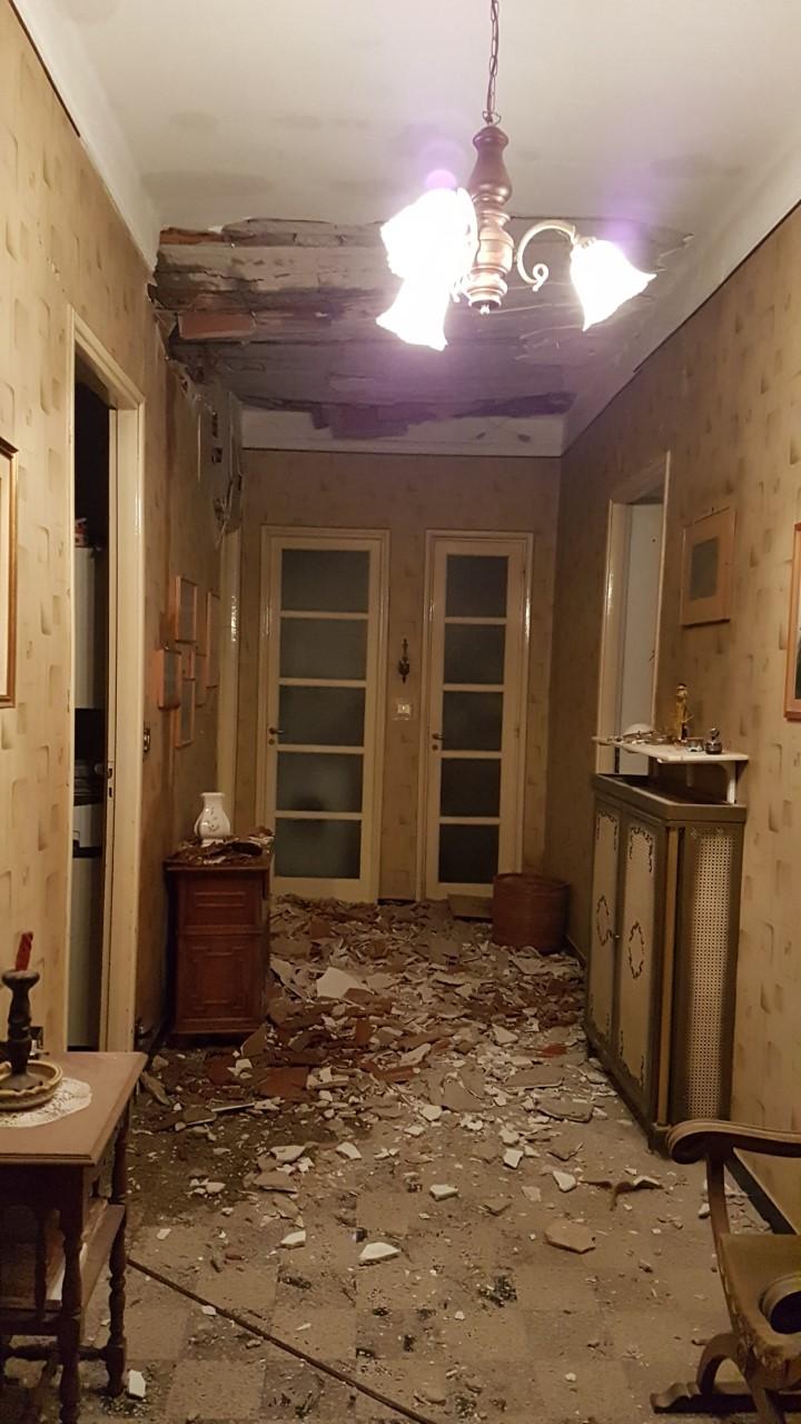 Danni alloggio per tetto tempesta