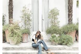 Carla Bruni pubblica il prossimo 9 ottobre il suo nuovo album omonimo