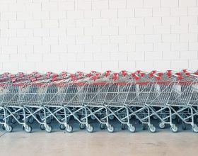 carrelli supermercato gabrielle ribeiro Unsplash