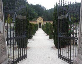 """Castelletto Monferrato chiude il cimitero: """"Ci vanno in troppi, forse non hanno capito che siamo zona rossa"""""""