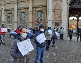 """Ambulanti in piazza ad Alessandria contro il Dpcm: """"Vogliamo solo lavorare"""""""