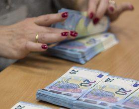 Casale: in tre vanno in banca con nomi falsi per un finanziamento ma la direttrice li smaschera