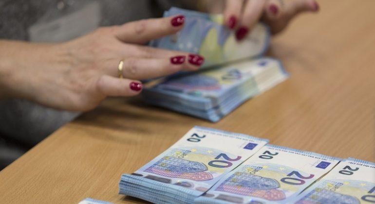 Immagine Casale: in tre vanno in banca con nomi falsi per un finanziamento ma la direttrice li smaschera