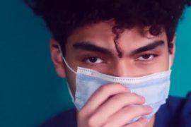 """Immagine """"Metto la mascherina perché ti voglio bene duro"""": un video rivolto ai giovani sulle regole anti covid"""