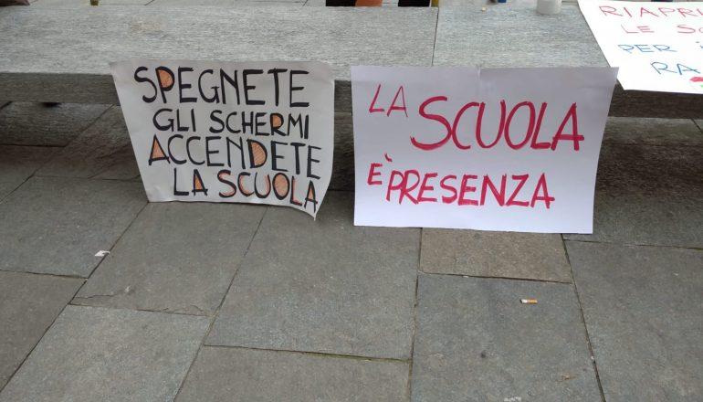 A Casale tanti genitori in piazza per la riapertura delle scuole