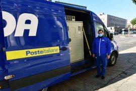 Immagine A Tortona arrivano i corrieri delle Poste con i vaccini AstraZeneca