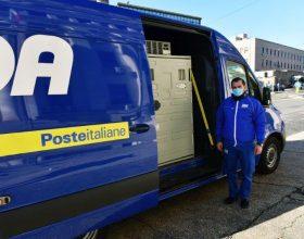 A Tortona arrivano i corrieri delle Poste con i vaccini AstraZeneca
