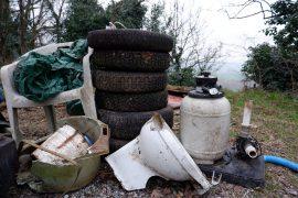 """Immagine Anche 3 motorini nella mole di rifiuti raccolti a Monte Valenza da """"Salviamo il nostro verde"""""""