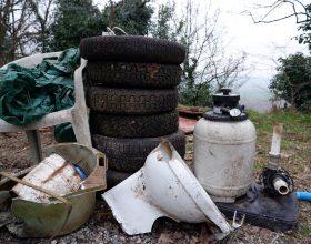 """Anche 3 motorini nella mole di rifiuti raccolti a Monte Valenza da """"Salviamo il nostro verde"""""""
