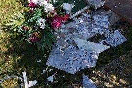 Immagine Atto vandalico al cimitero degli animali di Alessandria: quattro lapidi distrutte