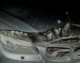 Fugge dopo un incidente a Casale e dà la colpa alla fidanzata perché guidava senza patente