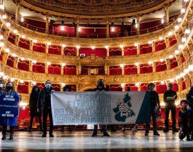 """Lavoratori spettacolo in piazza a Torino: """"Tavolo coi Ministri Cultura, Lavoro e Sviluppo Economico"""""""