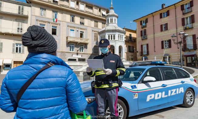 Immagine Cerca di evitare la multa disconoscendo l'Italia e definendosi cittadino del mondo