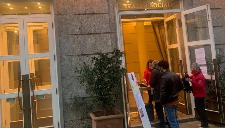"""Anche Valenza ha aderito a """"Facciamo luce sul teatro"""": illuminato il Sociale"""