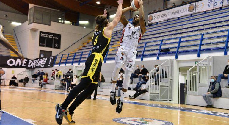 Bertram Derthona cade in casa contro Bergamo