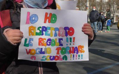 """""""Riaprite le scuole"""". Ad Alessandria presidio """"per diritti e futuro"""" di bambini e ragazzi"""