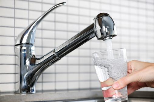 Perdita di acqua a Valmadonna: scontro tra cittadini e Amag Reti Idriche