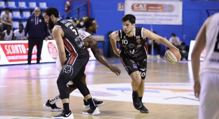 Bertram Derthona chiude la stagione regolare con una sconfitta: leoni ko a Udine