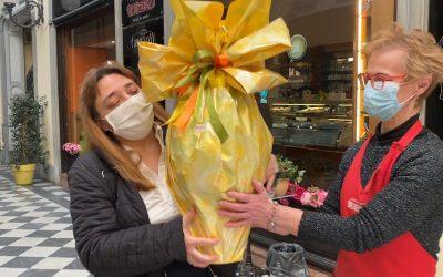 Raffaella vince il Coccodè Quiz e il maxi uovo della Pasticceria Bonadeo