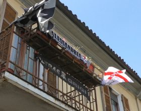 Verso Como-Alessandria: la città tappezzata di grigio. Sabato pomeriggio il saluto alla squadra