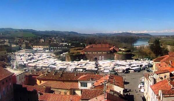 Da martedì al mercato di piazza Castello di Casale anche i banchi non alimentari