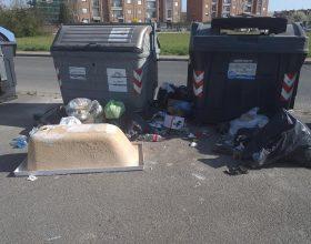 Continue segnalazioni di rifiuti abbandonati: al Cristo è guerra aperta agli incivili