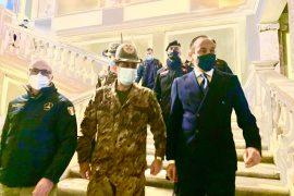 """Il generale Figliuolo visita i centri vaccinali del Piemonte: """"Solo unita l'Italia esce dalla pandemia"""""""