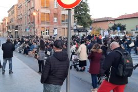 """I commercianti di Ovada in presidio davanti al Comune: """"Fateci lavorare"""""""