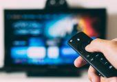 """La televisione comoda e il rischio """"ebe-tivù"""". Il caso Lol visto da Daniele Ceva"""