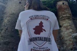 """""""Non sono perfetto ma vengo da Montaldeo"""": la maglietta che ha conquistato tutto il paese"""