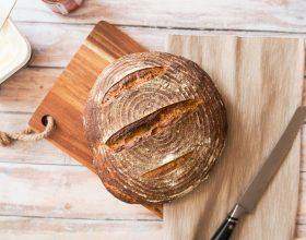 Con il forno a legna tipico delle cucine sarde al circolo Su Nuraghe torna il rito della panificazione