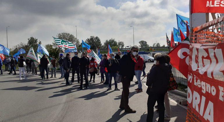 """Slc Cgil: """"Al presidio Amazon solo sindacalisti e delegati, a pochi metri da cittadini indifferenti"""""""