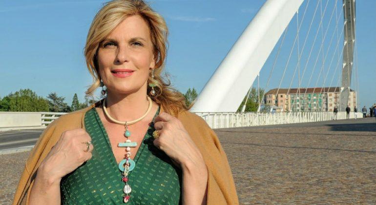 Giornata Mondiale Infermieri: su Radio Gold Tv un'asta solidale di gioielli a favore della ricerca