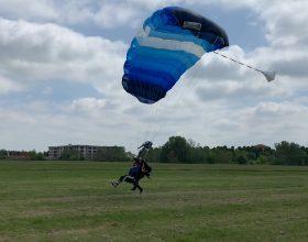Sopra Alessandria il cielo è sempre più blu: partita la scuola di paracadutismo