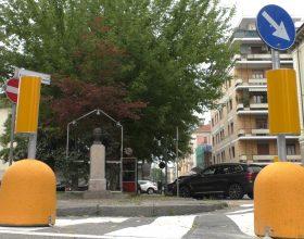 Dissuasori gialli in piazza Mafalda di Savoia: parlano i cittadini, tra contrari e favorevoli