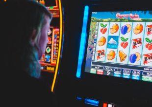 Opposizioni contro il Dddl sulla diffusione gioco d'azzardo: presentati 85mila emendamenti