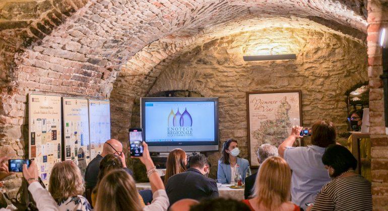 Enoteca Regionale di Acqui spegne 40 candeline: nuovo logo, concerto al tramonto, una gara di foto e non solo