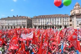 """Cgil, Cisl e Uil in piazza a Torino, Landini: """"Sindacato vuol dire 'insieme con giustizia'"""""""