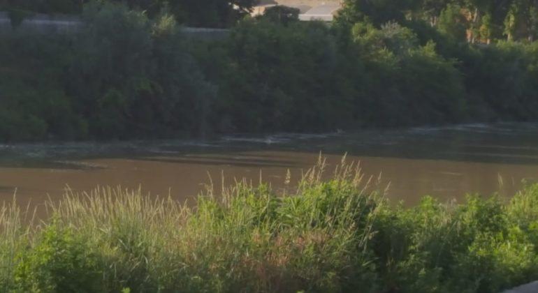 Segnalata schiuma bianca sulle sponde del fiume Tanaro ad Alessandria: sul posto i tecnici Arpa